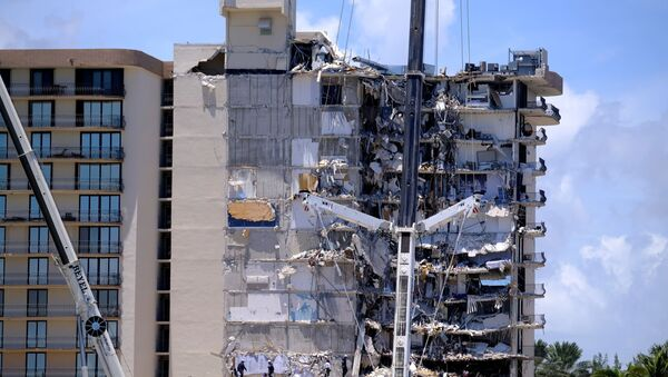 Search and rescue personnel continue searching for victims days after a residential building partially collapsed in Surfside near Miami Beach, Florida, U.S., 27 June 2021. - Sputnik International