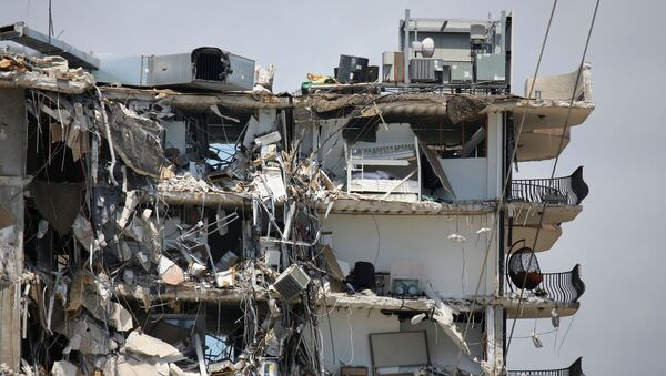 A view of a partially collapsed residential building as the emergency crews continue search and rescue operations for survivors, in Surfside, near Miami Beach, Florida, U.S. June 27, 2021 - Sputnik International