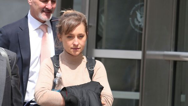 FILE PHOTO: Actress Allison Mack departs the Brooklyn Federal Courthouse after facing charges regarding sex trafficking and racketeering related to the Nxivm cult case in New York, U.S., April 8, 2019. - Sputnik International