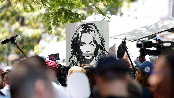 People protest in support of pop star Britney Spears on the day of a conservatorship case hearing at Stanley Mosk Courthouse in Los Angeles, California, U.S. June 23, 2021 - Sputnik International