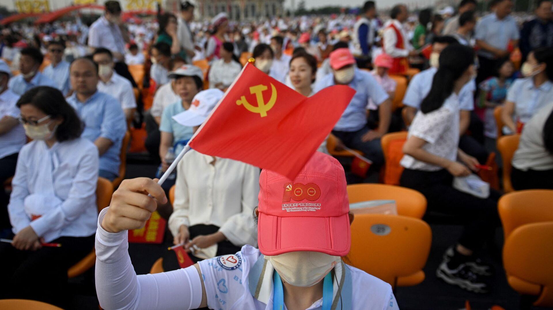 Люди на праздновании 100-летия Коммунистической партии Китая в Пекине - Sputnik International, 1920, 08.09.2021