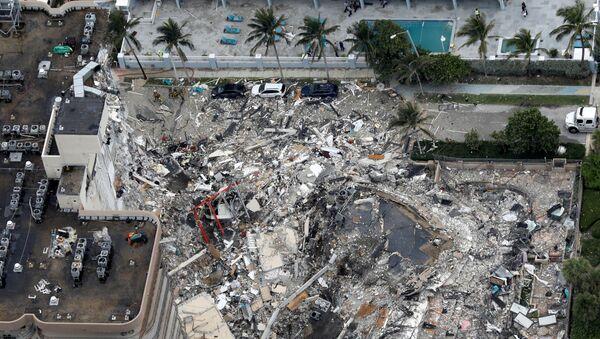 An aerial view showing Champlain Towers South in Surfside near Miami Beach, Florida - Sputnik International