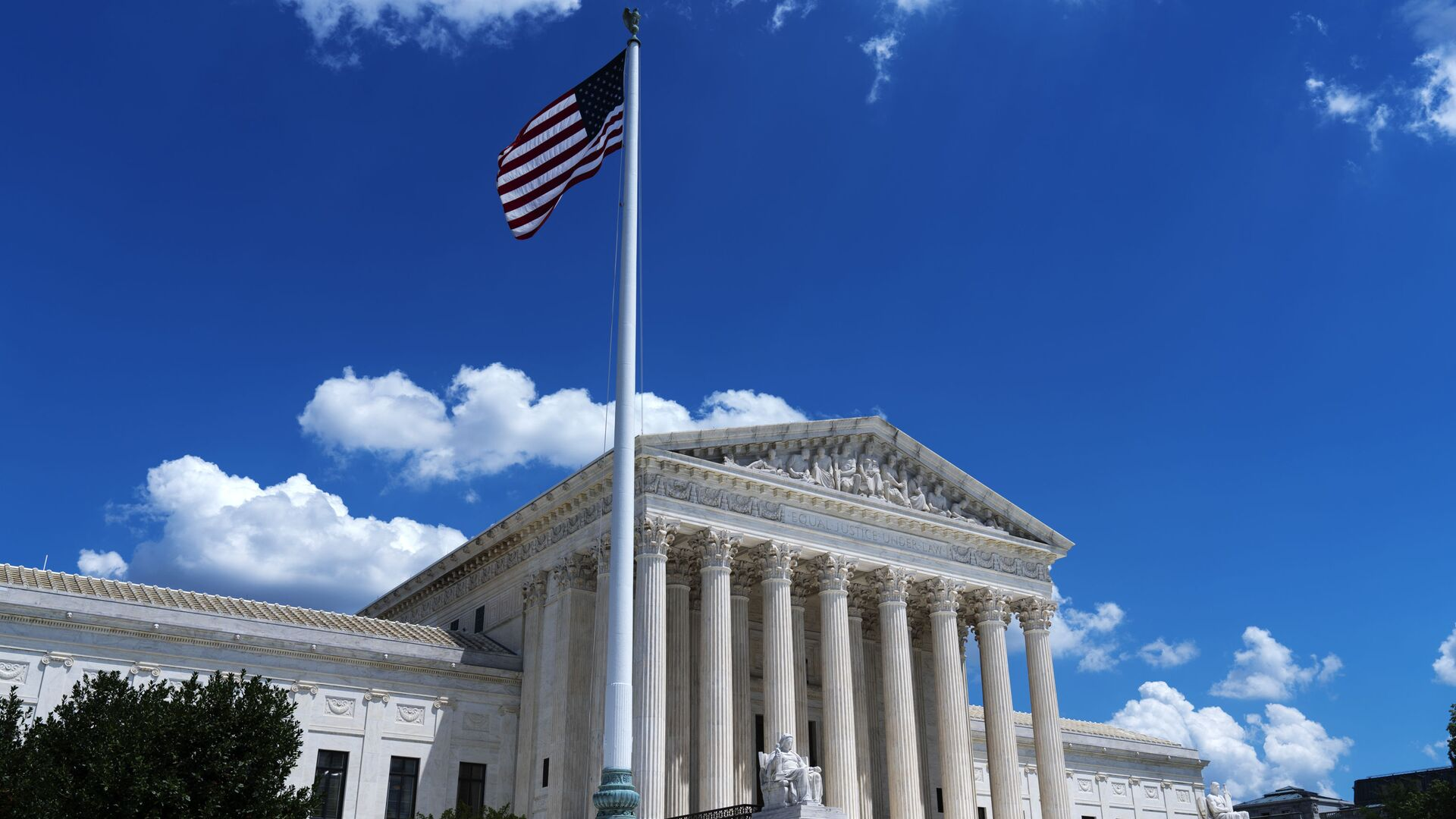 The US Supreme Court is seen on Capitol Hill in Washington, Wednesday, June 30, 2021 - Sputnik International, 1920, 14.09.2021
