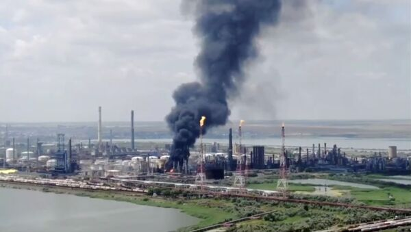 Drone footage from NGO Agent Green shows the fire at Petromidia oil refinery after a blast in Navodari, Romania July 2, 2021 - Sputnik International