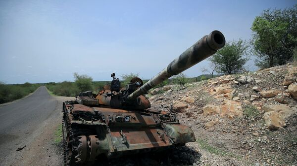 A tank damaged during the fighting between Ethiopia?s National Defense Force (ENDF) and Tigray Special Force stands on the outskirts of Humera town in Ethiopia July 1, 2021 Picture taken July 1, 2021 - Sputnik International
