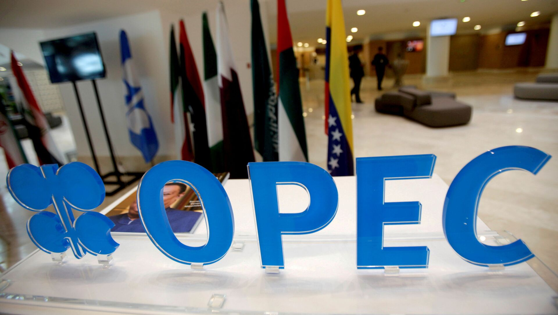 The OPEC logo pictured ahead of an informal meeting between members of the Organization of the Petroleum Exporting Countries (OPEC) in Algiers, Algeria, September 28, 2016. - Sputnik International, 1920, 02.07.2021