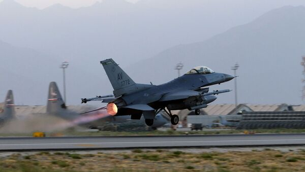 A U.S. Air Force F-16 Fighting Falcon aircraft takes off for a nighttime mission at Bagram Airfield, Afghanistan, August 22, 2017. Picture taken August 22, 2017.  - Sputnik International