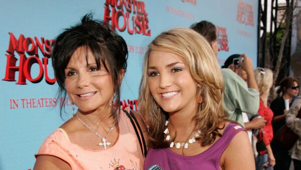 Actress Jamie Lynn Spears (R) and mother Lynne Spears arrive at Sony Pictures premiere of Monster House held at Mann's Village Theatre on July 17, 2006 in Westwood, California.  - Sputnik International
