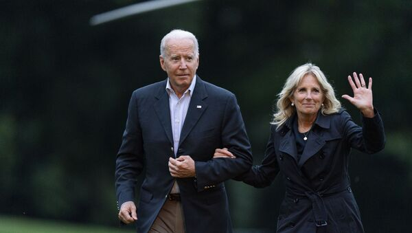 President Joe Biden and first lady Jill Biden return to the the White House in Washington, 1 July 2021, from a trip to Florida where he met with first responders and family members from the condo tower in Surfside, Florida, that collapsed last week - Sputnik International