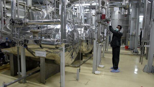 An Iranian technician works at a Uranium Conversion Facility (UCF) in Isfahan 20 November 2004 - Sputnik International