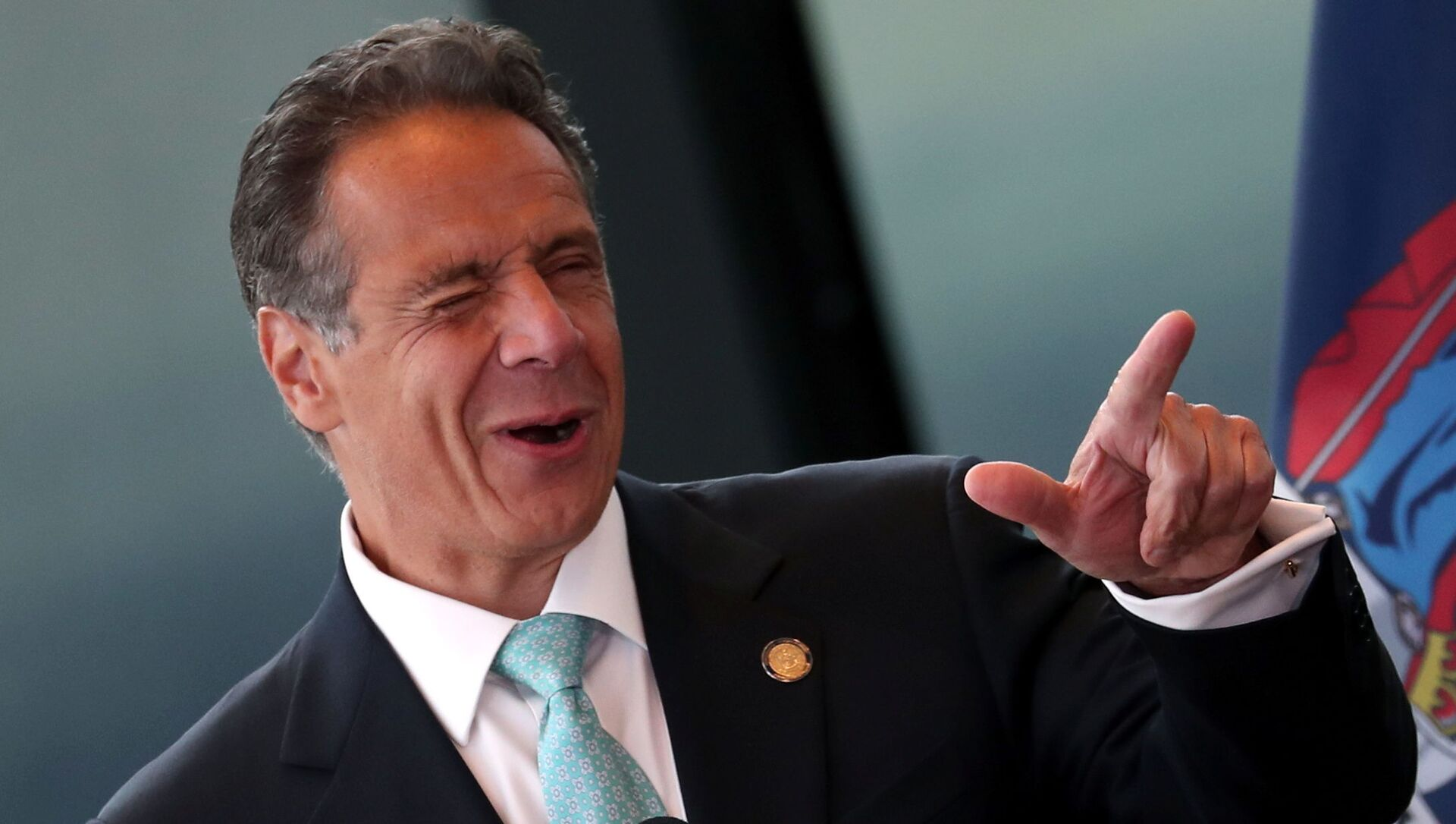 New York Governor Andrew Cuomo winks while speaking from the One World Trade Center Tower while making an announcement in New York City, New York, U.S., June 15, 2021. - Sputnik International, 1920, 03.08.2021