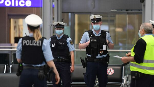Police officers wearing face masks stand at the Duesseldorf airport, western Germany, on June 15, 2020 - Sputnik International