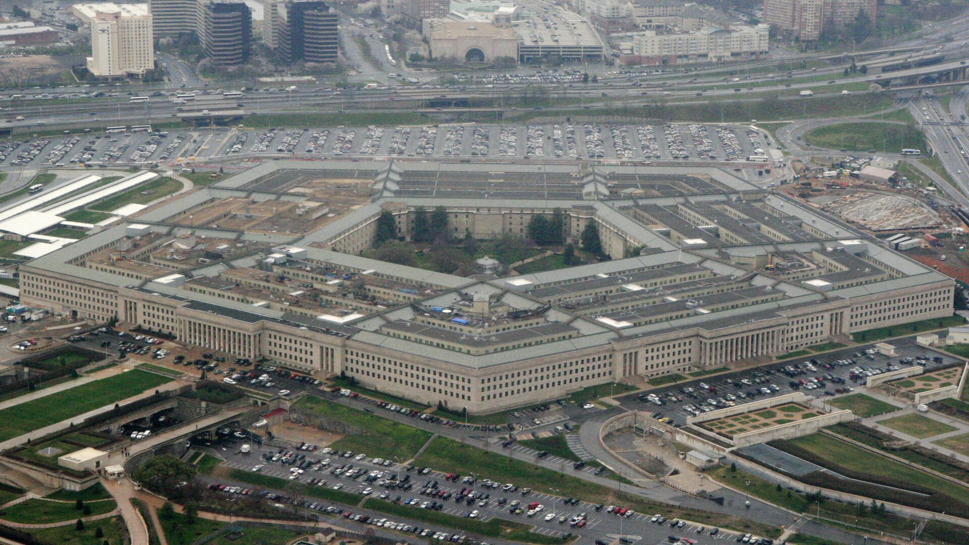 This March 27, 2008, file photo, shows the Pentagon in Washington. The Pentagon said Tuesday, July 6, 2021, that it is canceling a cloud-computing contract with Microsoft that could eventually have been worth $10 billion and will instead pursue a deal with both Microsoft and Amazon. (AP Photo/Charles Dharapak, File) - Sputnik International, 1920, 29.07.2021