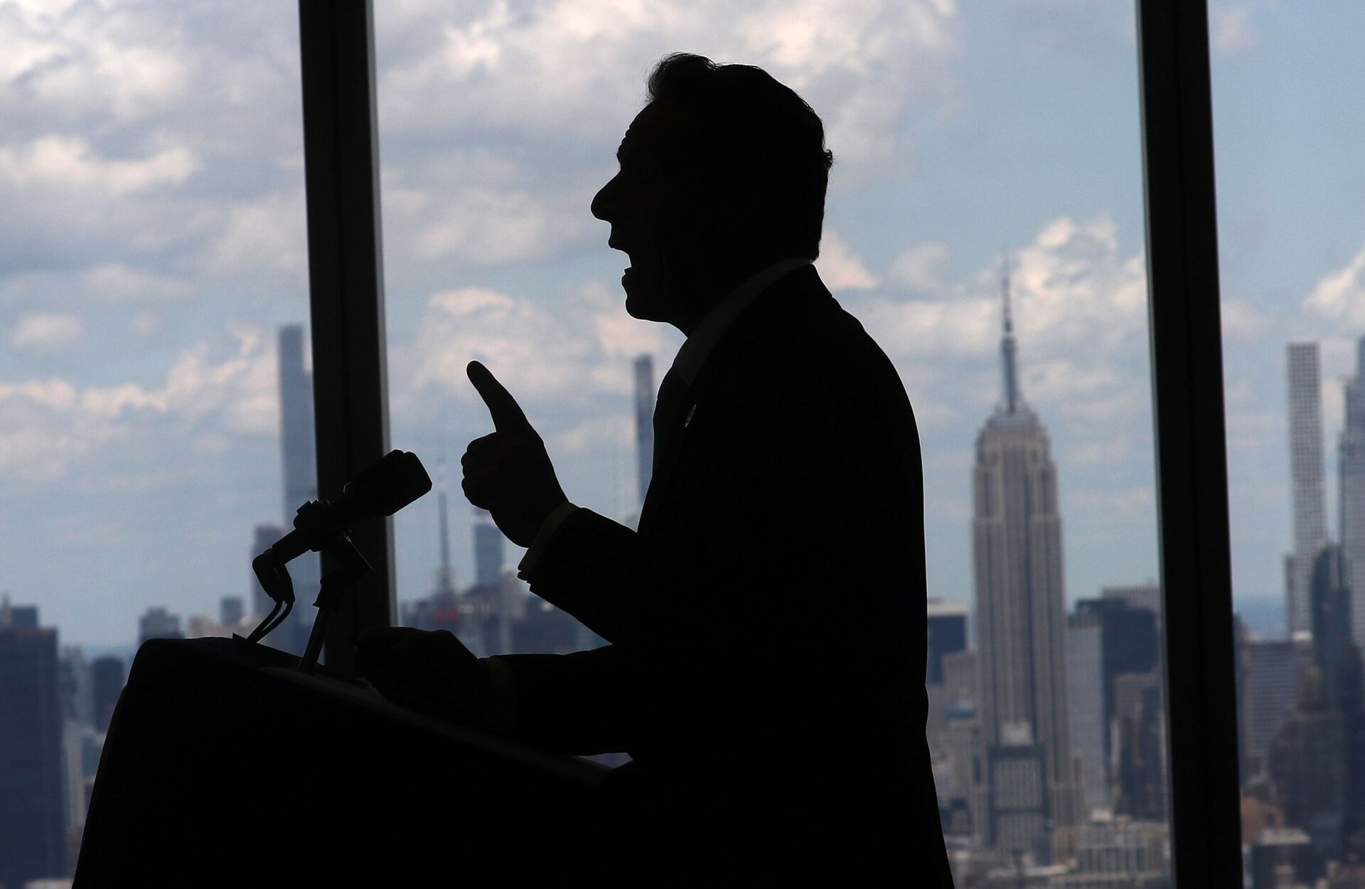 New York Governor Andrew Cuomo speaks with the skyline of Manhattan behind him from the One World Trade Center Tower while making an announcement in New York City, New York, U.S., June 15, 2021. - Sputnik International, 1920, 07.09.2021