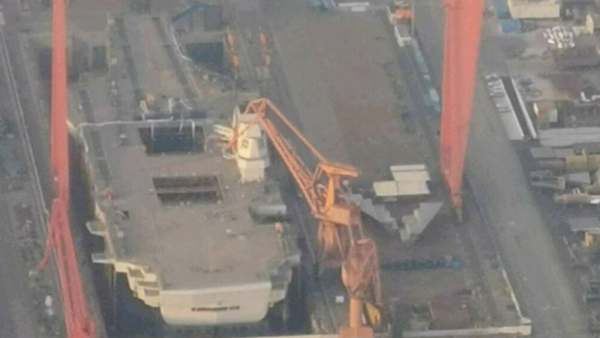 The Type 003 aircraft carrier under construction at Jiangnan Shipyard in Shanghai, China, after installation of its command island. - Sputnik International