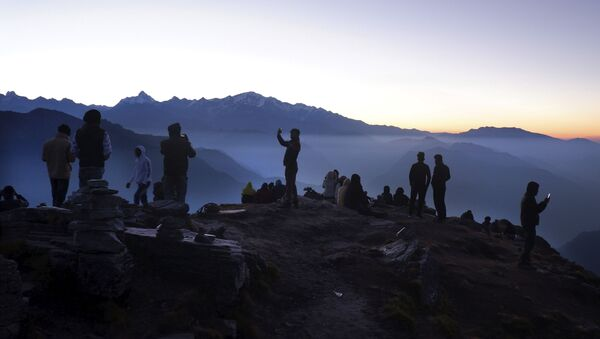 Indian tourists take selfies as other wait to view sun rise at the Chandrashilla Peak in Himalaya at Tungnath in the Indian state of Uttarakhand, Monday, Oct.19, 2020 - Sputnik International