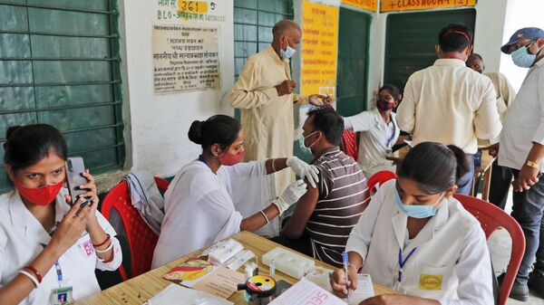 A vaccination drive against COVID-19 is in progress at a government school in Amritpur village, in Chandauli district, Uttar Pradesh state, India, Thursday, June 10, 2021 - Sputnik International