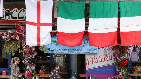 People walk past a restaurant displaying Italy and England flags, in London, Britain, 9 July 2021.  - Sputnik International
