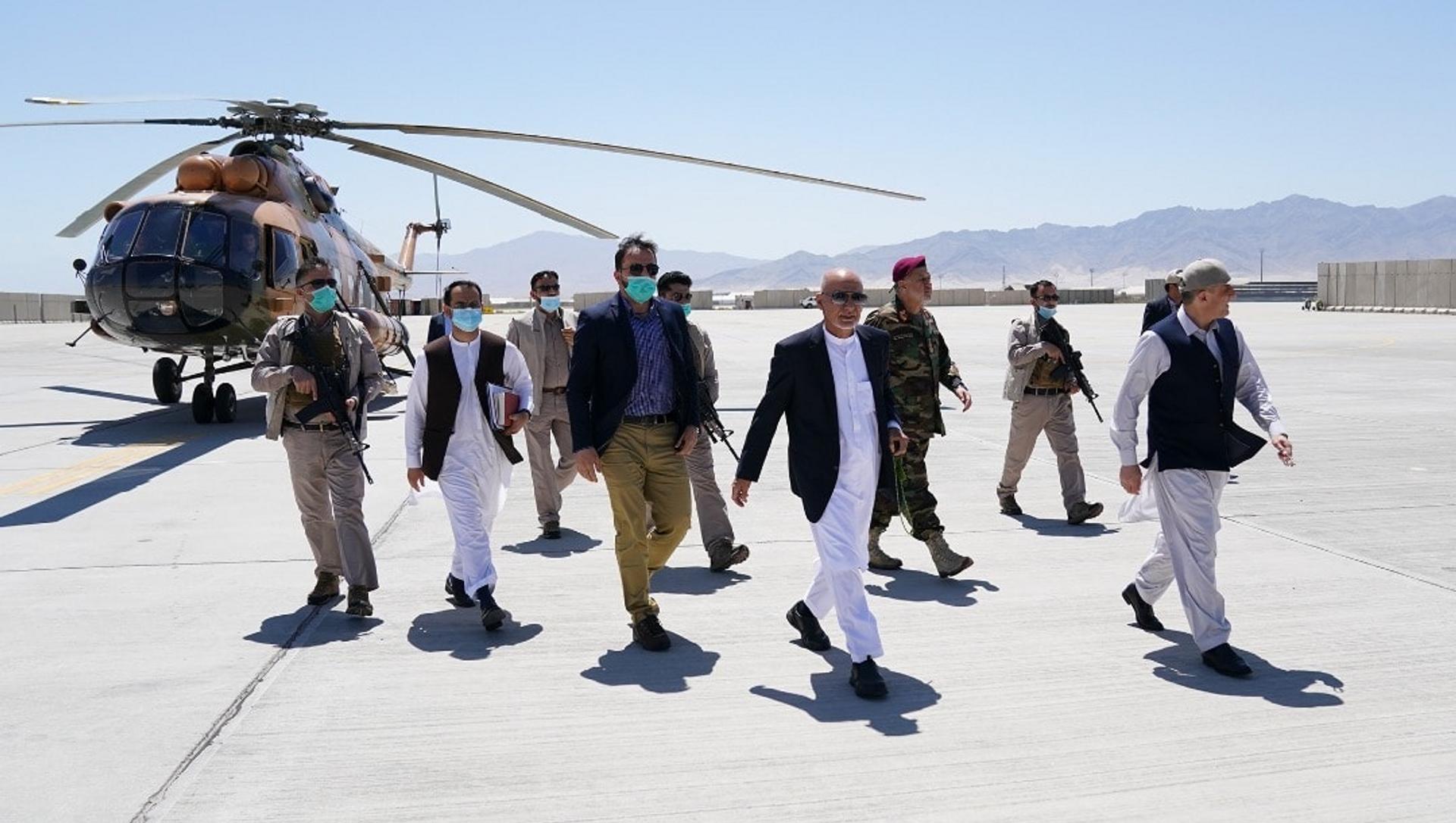 Afghan President Ashraf Ghani and others visit Bagram Airbase, 9 July, 2021. - Sputnik International, 1920, 16.08.2021