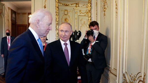 U.S. President Joe Biden and Russia's President Vladimir Putin meet for the U.S.-Russia summit at Villa La Grange in Geneva, Switzerland  - Sputnik International