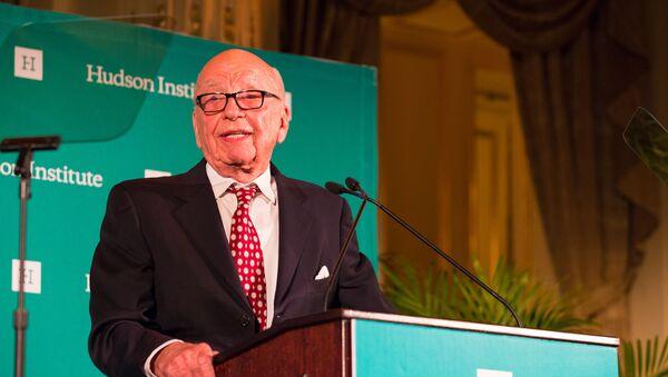 Rupert Murdoch receiving the Global Leadership Award 2015 - Sputnik International