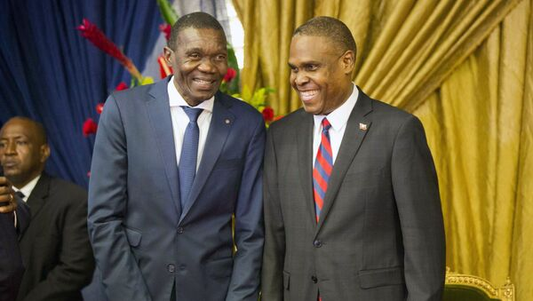Haiti's new prime minister Jean-Henry Ceant, right, talks to Senate President Joseph Lambert during the nomination ceremony at the national Palace in Port-au-Prince, Haiti, Tuesday, Aug. 7, 2018.  - Sputnik International