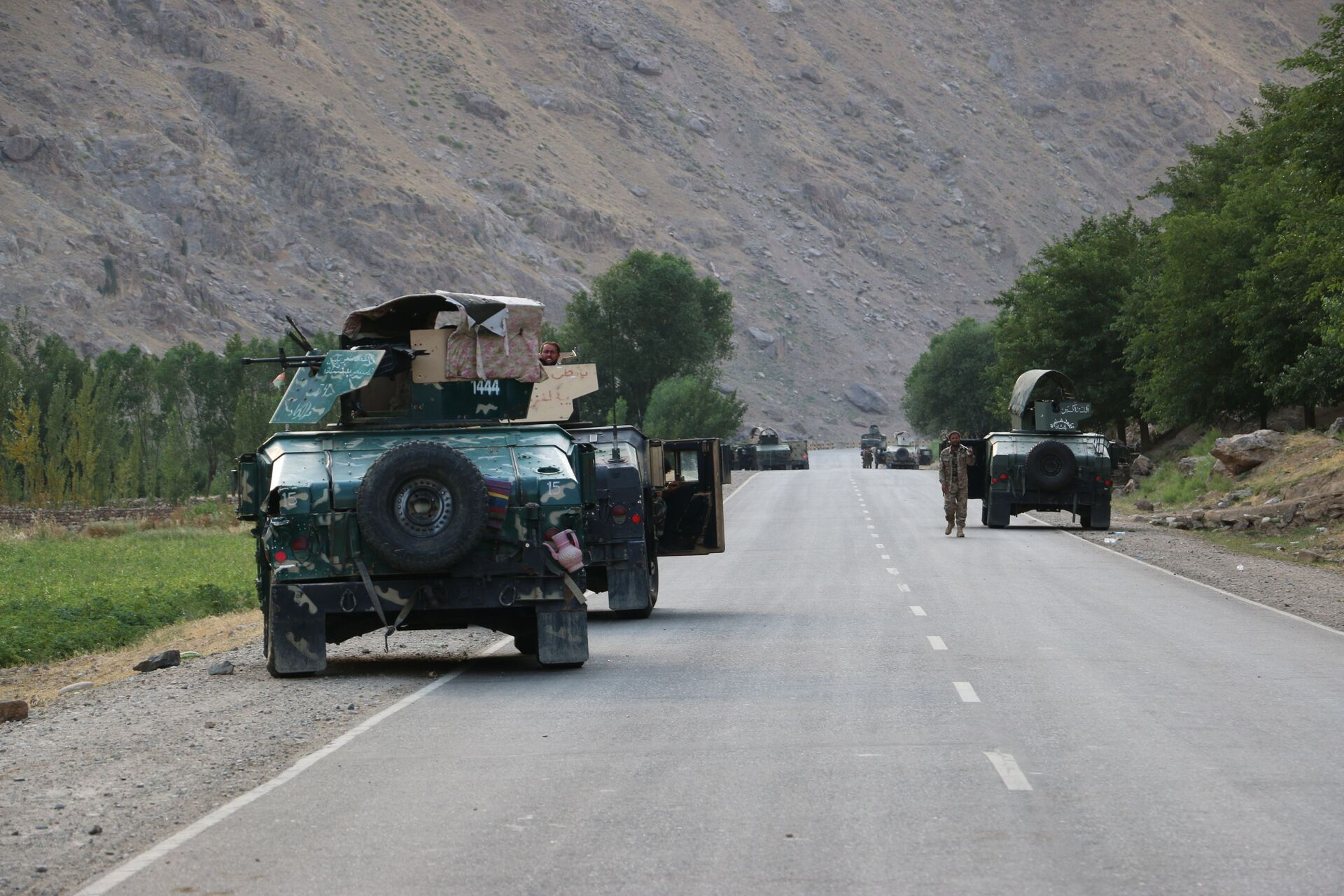 Afghan soldiers pause on a road at the front line of fighting between Taliban and Security forces,  near the city of Badakhshan, northern Afghanistan, Sunday, July. 4, 2021. - Sputnik International, 1920, 07.09.2021
