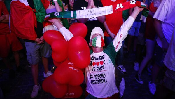 Fans gather for Italy v England - Piazza del Popolo, Rome, Italy - July 11, 2021 - Sputnik International