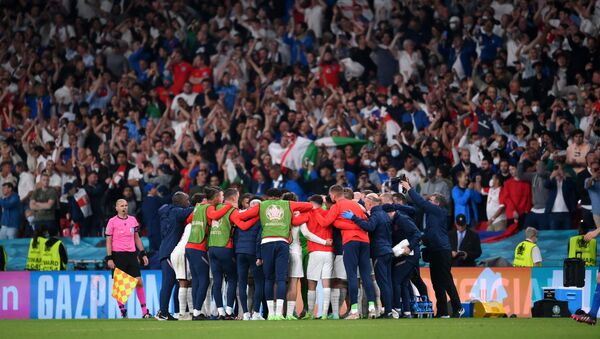 Soccer Football - Euro 2020 - Final - Italy v England - Wembley Stadium, London, Britain - July 11, 2021 England team huddle during extra time - Sputnik International