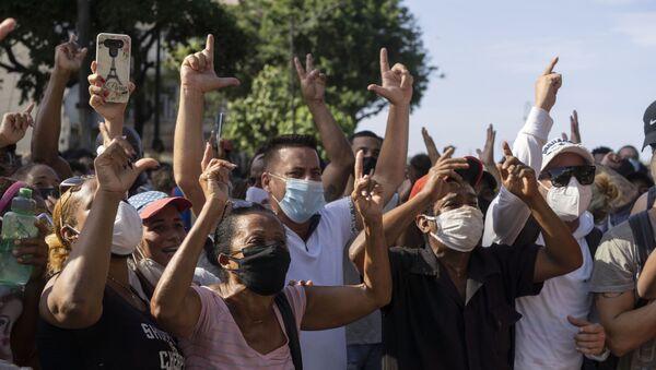 Anti-government protesters march in Havana, Cuba, Sunday, July 11, 2021 - Sputnik International