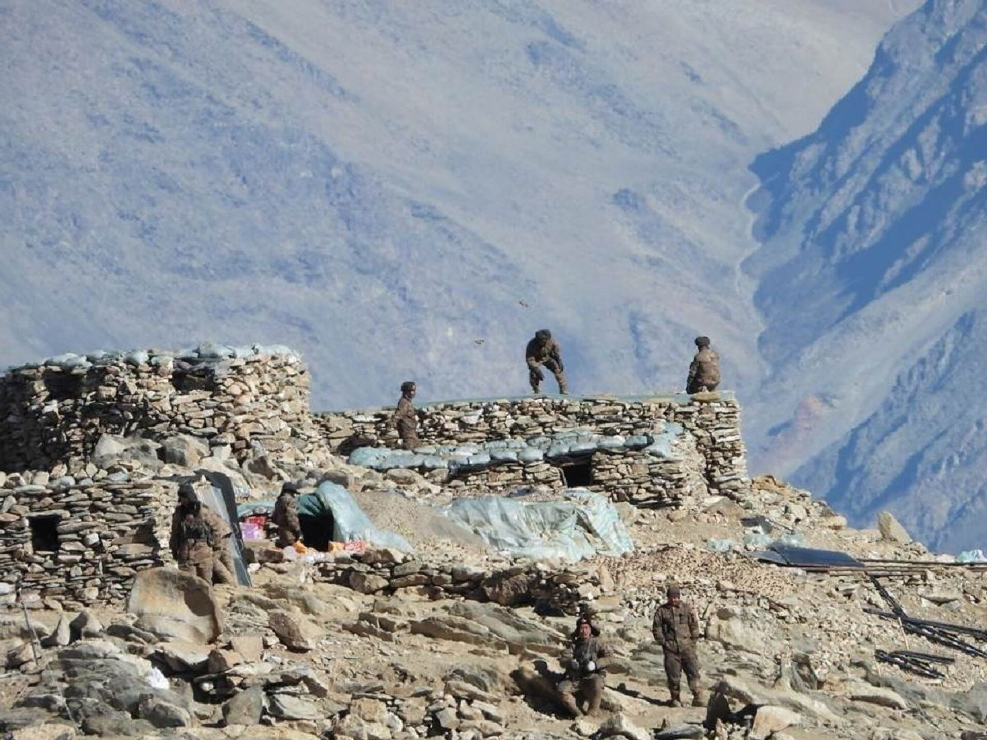 This photograph provided by the Indian Army, according to them shows Chinese troops dismantling their bunkers at Pangong Tso region, in Ladakh along the India-China border on Monday, Feb.15, 2021 - Sputnik International, 1920, 07.09.2021