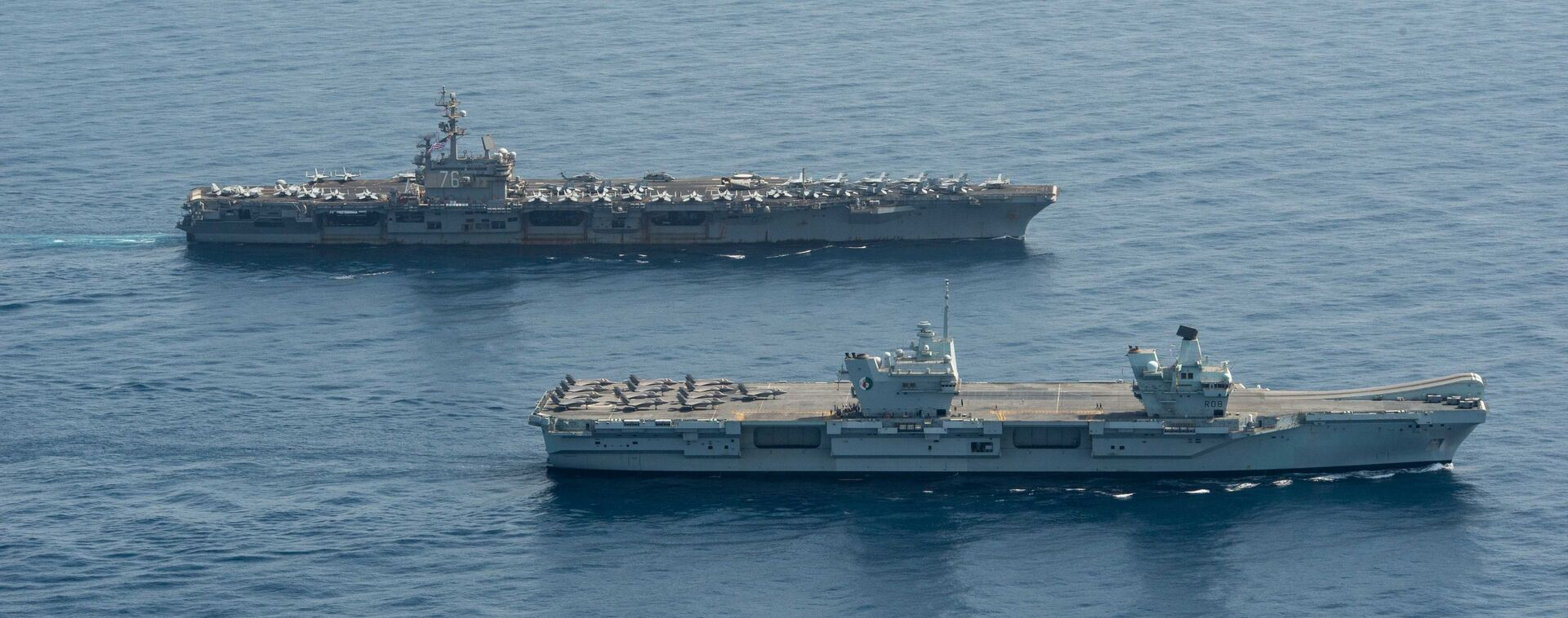 Royal Navy aircraft carrier HMS Queen Elizabeth ( R 08), front, and aircraft carrier USS Ronald Reagan (CVN 76) operate in formation in the Gulf of Aden, July 12. - Sputnik International, 1920, 07.09.2021