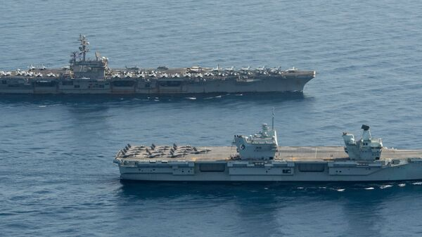Royal Navy aircraft carrier HMS Queen Elizabeth ( R 08), front, and aircraft carrier USS Ronald Reagan (CVN 76) operate in formation in the Gulf of Aden, July 12. - Sputnik International