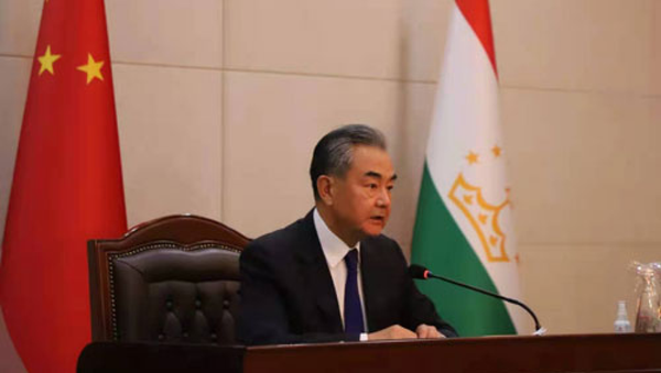 Chinese State Councilor and Foreign Minister Wang Yi met with the press in Dushanbe with Tajik Foreign Minister Sirojiddin Muhriddin - Sputnik International