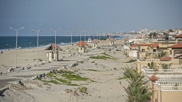 A picture taken on July 26, 2018, during an army-organised tour, shows a general view of the beach of el-Arish city in the northern Sinai Peninsula - Sputnik International