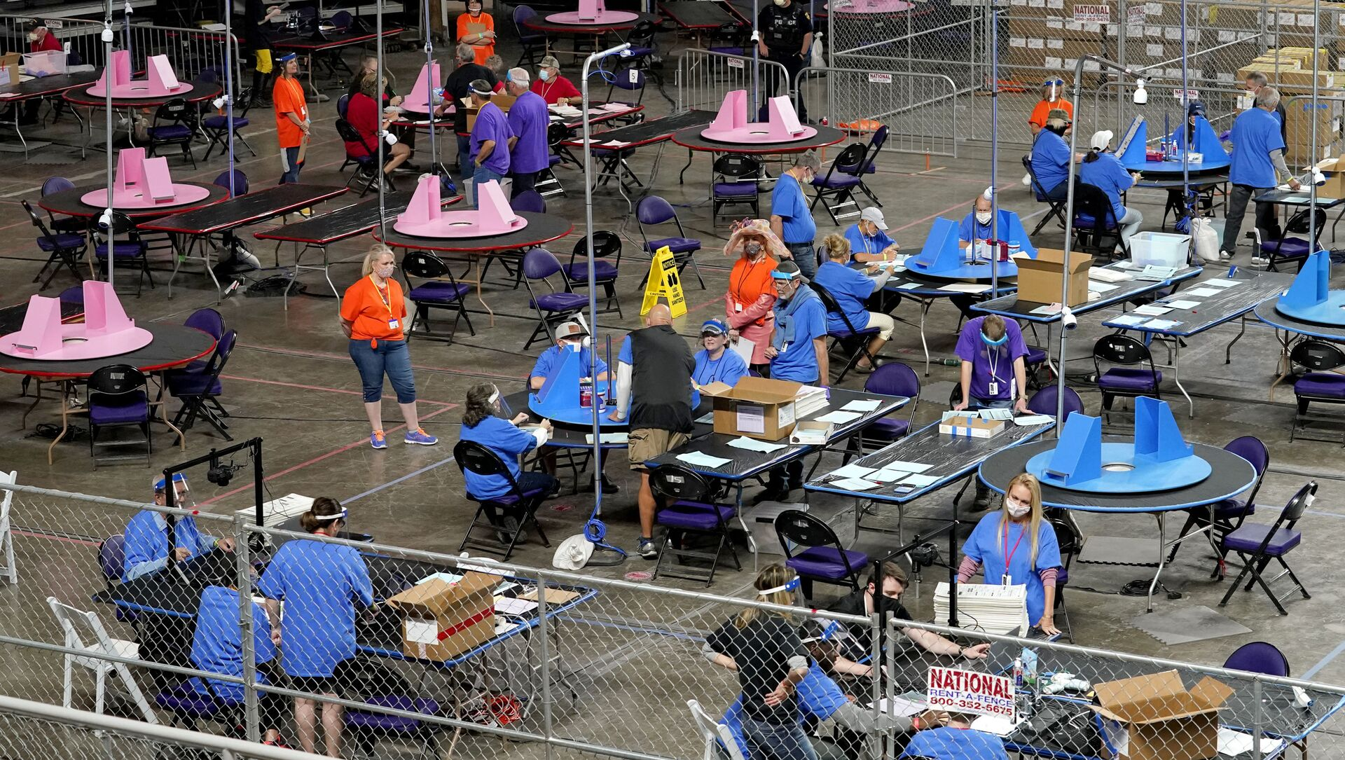 In this 6 May 2021 file photo, Maricopa County ballots cast in the 2020 general election are examined and recounted by contractors working for Florida-based company, Cyber Ninjas at the Veterans Memorial Coliseum in Phoenix. (AP Photo/Matt York, Pool, File) - Sputnik International, 1920, 28.07.2021