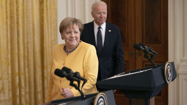 German Chancellor Angela Merkel (L) and U.S. President Joe Biden take the stage for a joint news conference in the East Room of the White House on July 15, 2021 in Washington, DC. During what is likely her last official visit to Washington, Merkel and Biden discussed their shared priorities on climate change and defense; and Biden voiced his concerns about the Nord Stream 2 Russian natural gas pipeline. - Sputnik International