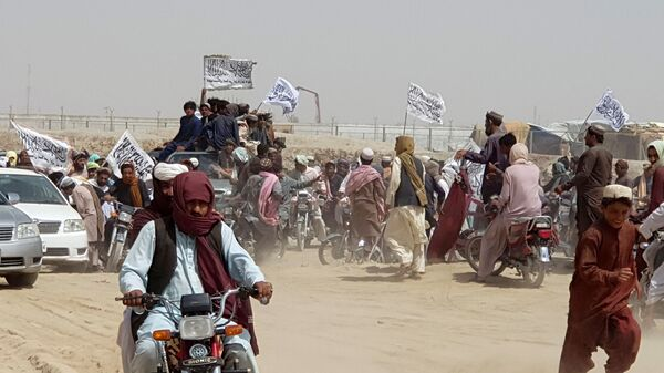 People on vehicles, holding Taliban flags, gather near the Friendship Gate crossing point in the Pakistan-Afghanistan border town of Chaman, Pakistan July 14, 2021 - Sputnik International