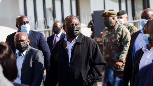 South African President Cyril Ramaphosa visits a shopping centre which was damaged after several days of looting following the imprisonment of former South Africa President Jacob Zuma in Durban, South Africa, July 16, 2021. - Sputnik International