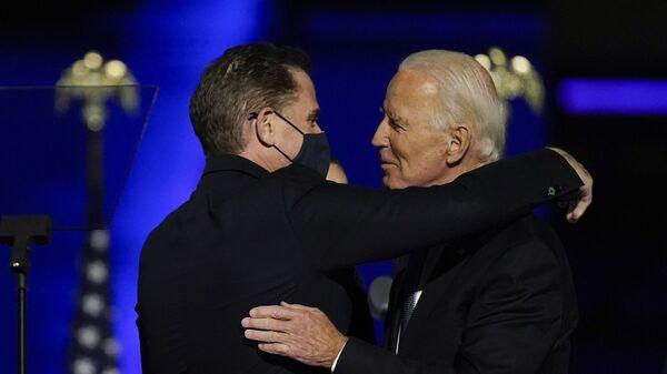 President-elect Joe Biden hugs his son Hunter Biden on stage Saturday, Nov. 7, 2020, in Wilmington, Del - Sputnik International
