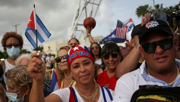 A woman holds a Cuban flag during a rally in solidarity with protesters in Cuba - Sputnik International