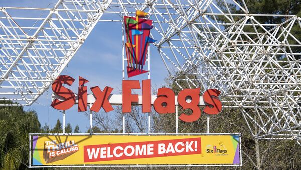 A sign at the entrance of the theme park Six Flags Magic Mountain welcomes the public back on the day of the park's re-opening, April 1, 2021, in Valencia, California. - Six Flags Magic Mountain is the first theme park to re-open in Los Angeles County after closures amid the coronavirus pandemic. - Sputnik International