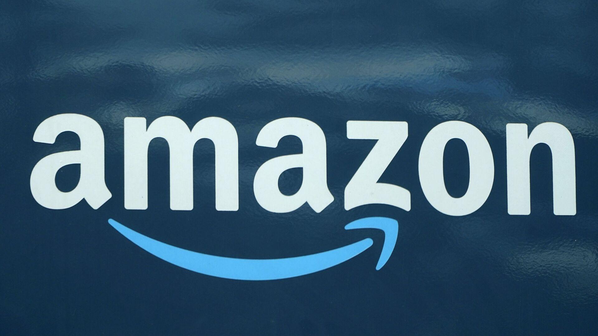An Amazon logo appears on an Amazon delivery van, Thursday, Oct. 1, 2020, in Boston.  - Sputnik International, 1920, 23.07.2021