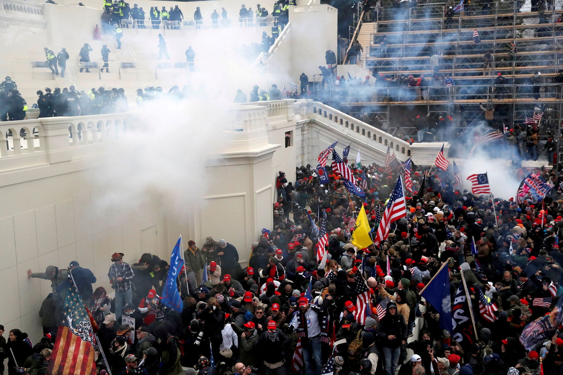 Police release tear gas into a crowd of pro-Trump protesters during clashes at a rally to contest the certification of the 2020 U.S. presidential election results by the U.S. Congress, at the U.S. Capitol Building in Washington, U.S, January 6, 2021. - Sputnik International, 1920, 20.09.2021