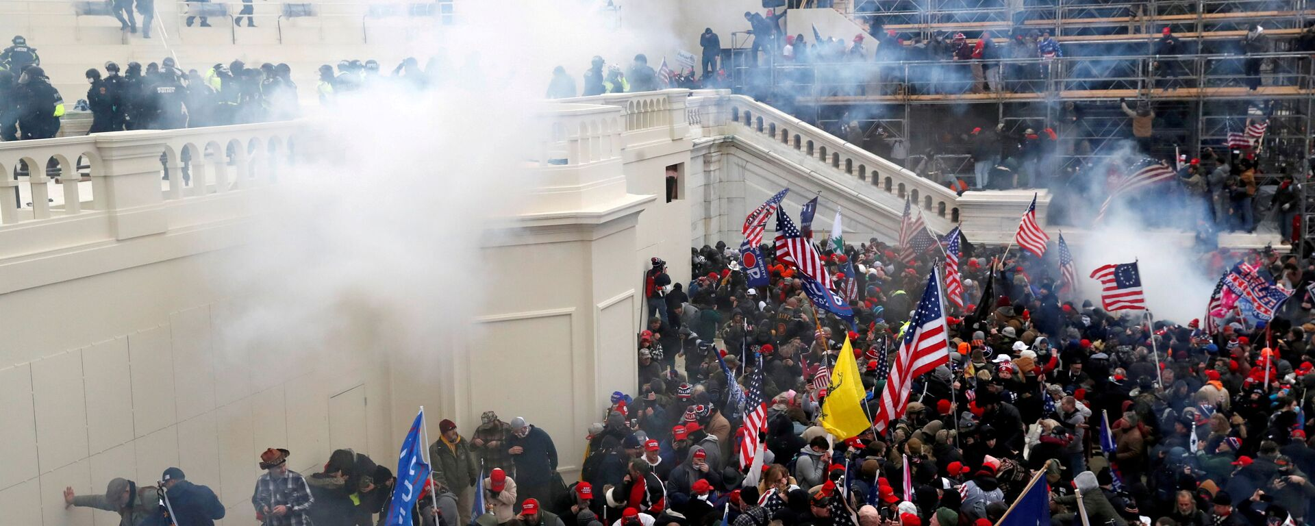 Police release tear gas into a crowd of pro-Trump protesters during clashes at a rally to contest the certification of the 2020 U.S. presidential election results by the U.S. Congress, at the U.S. Capitol Building in Washington, U.S, January 6, 2021. - Sputnik International, 1920, 23.09.2021