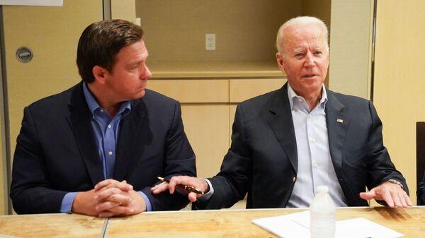 US President Joe Biden participates in a briefing about the building collapse in Surfside alongside Florida's Governor Ron DeSantis, in Miami, Florida U.S., July 1, 2021 - Sputnik International