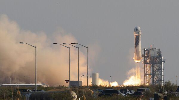 Billionaire businessman Jeff Bezos is launched with three crew members aboard a New Shepard rocket on the world's first unpiloted suborbital flight from Blue Origin's Launch Site 1 near Van Horn, Texas , U.S., July 20, 2021 - Sputnik International