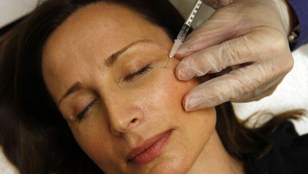 A woman receiving a Botox injection - Sputnik International