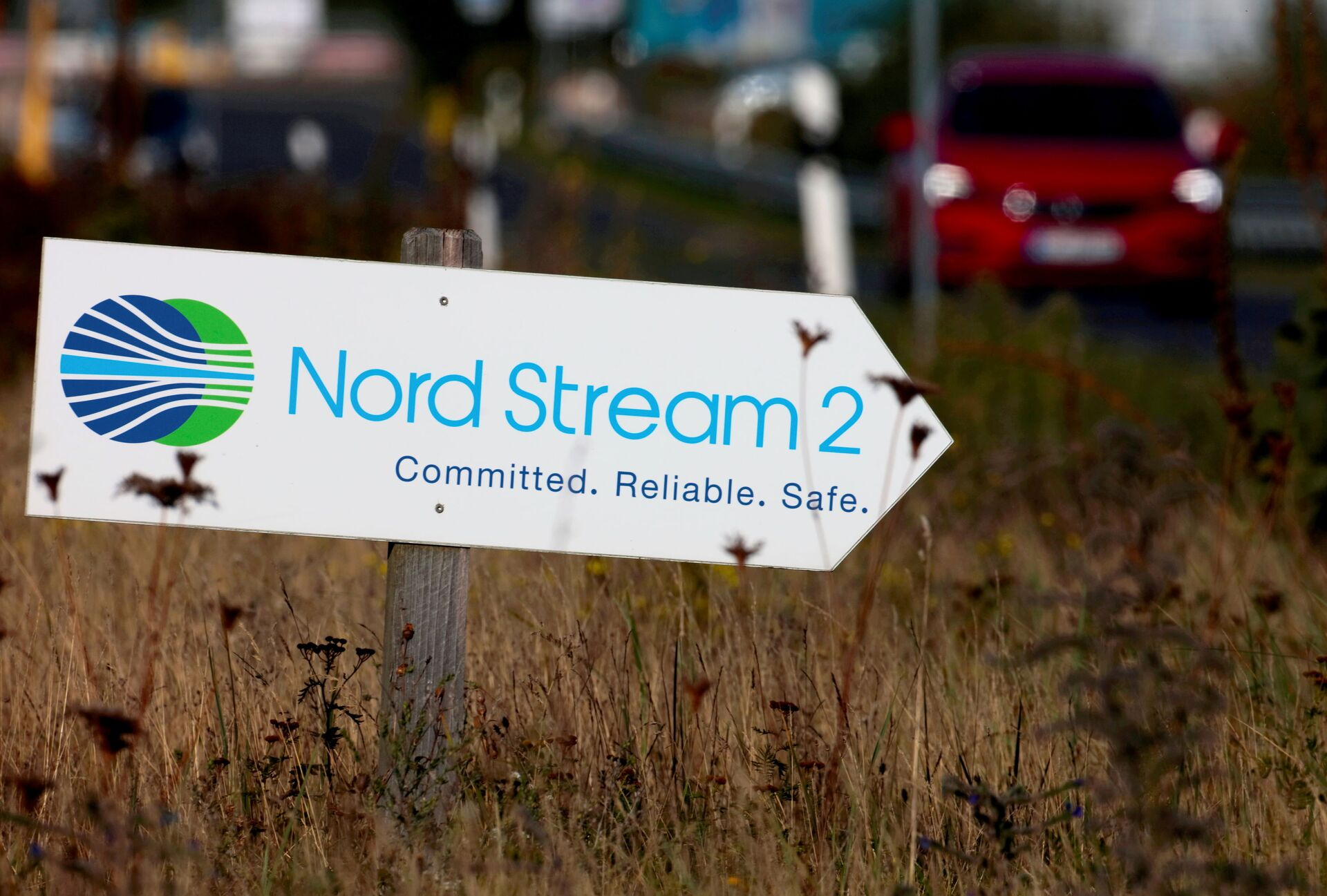 A road sign directs traffic towards the Nord Stream 2 gas line landfall facility entrance in Lubmin, Germany, September 10, 2020.  - Sputnik International, 1920, 07.09.2021