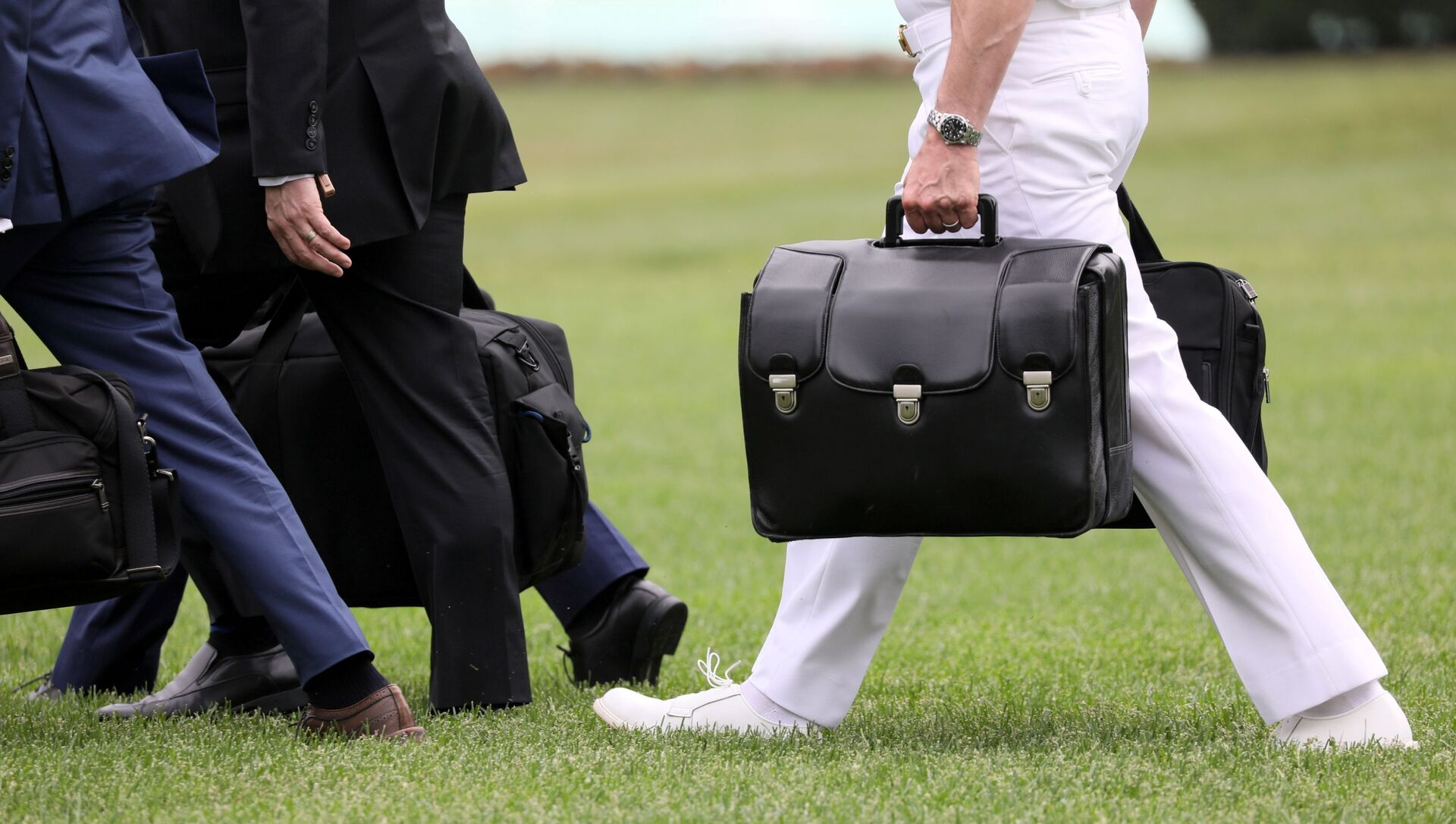 A military aide carries the so-called nuclear football as he walks to board the Marine One helicopter with U.S. President Donald Trump for travel to Florida from the White House in Washington, U.S. May 8, 2019. - Sputnik International, 1920, 21.07.2021